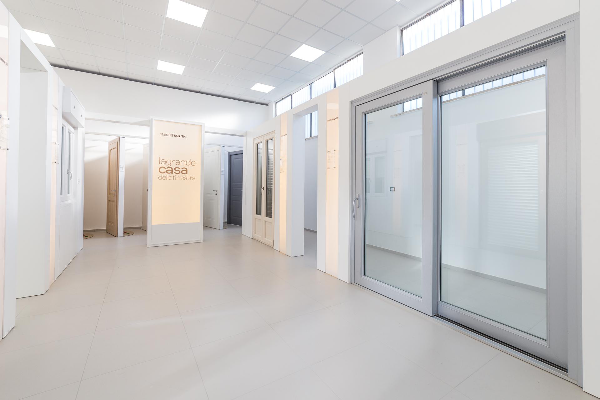 Frame Showroom Rimini | Porte scorrevoli su misura