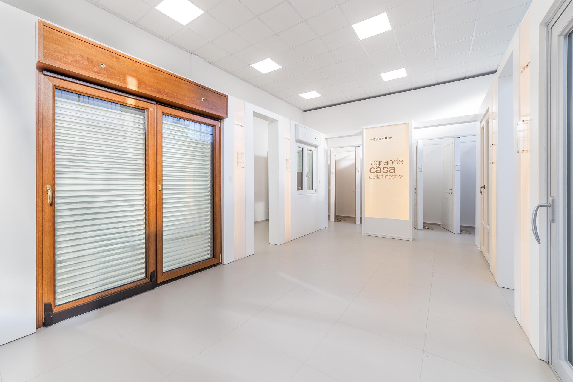 Frame Showroom Rimini | Portefinestra su misura