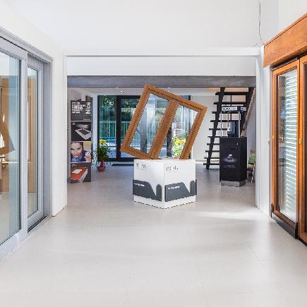 Frame Showroom Rimini | Infissi, porte, finestre,tapparelle, persinae, zanzariere, avvolgibili, blindati | Rimini