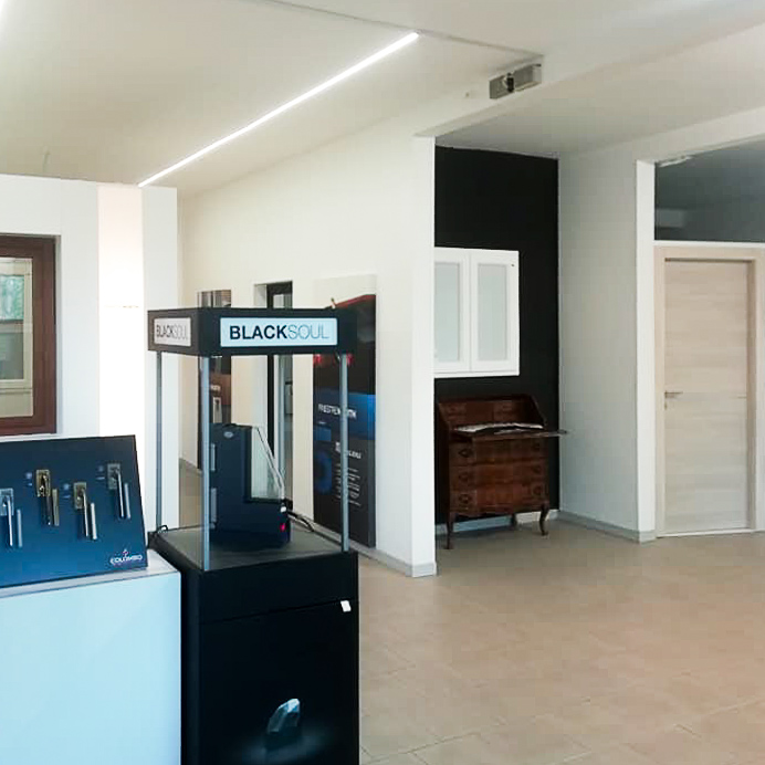 Frame Showroom Bologna | infissi, porte, blindati, tapparelle, sistemi oscuranti